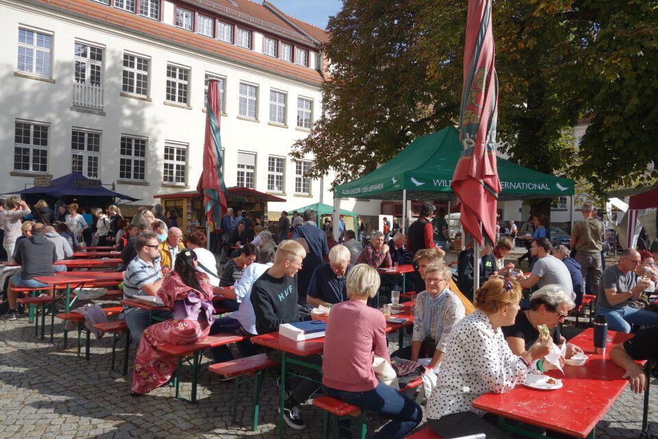 An beiden Tagen war der Innenhof der GebäudeEnsemble Deutsche Werkstätten Hellerau gut mit Besuchern gefüllt. Wir danken unseren Gästen für das zahlreiche Erscheinen und die positive Resonanz!