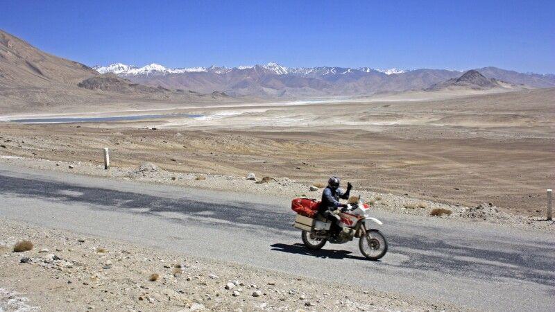 Biker auf dem Pamir Highway © Diamir
