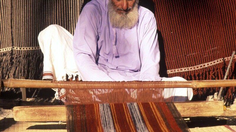 Beduine beim Weben © Diamir