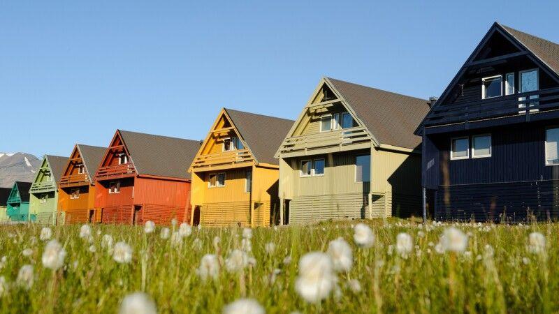Die bunten Häuser von Longyearbyen © Diamir