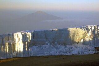 Imposante Gletscher auf dem Gipfelplateau des Kilimanjaro