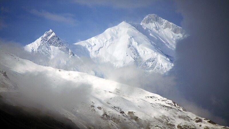 Mit fast 7800 Metern erhebt sich der Rakaposhi etwa 5000m über das Hunza-Tal. © Diamir