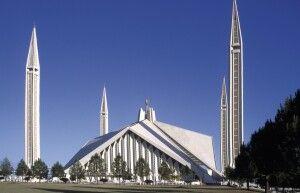 Die Faisalmoschee gehört zu den größten Moscheen weltweit.