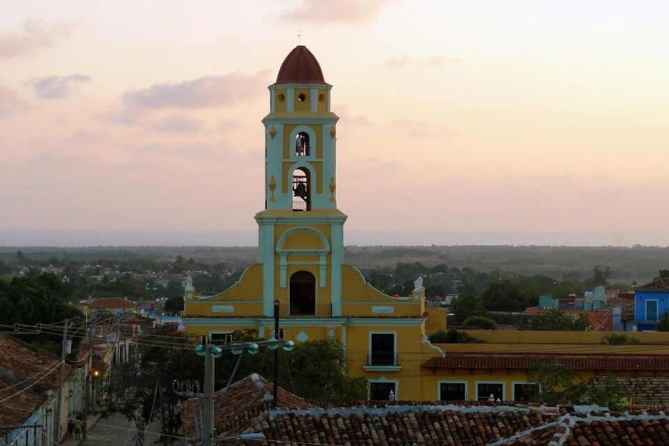 Sonnenuntergangsstimmung in Trinidad mit phantastischem Ausblick