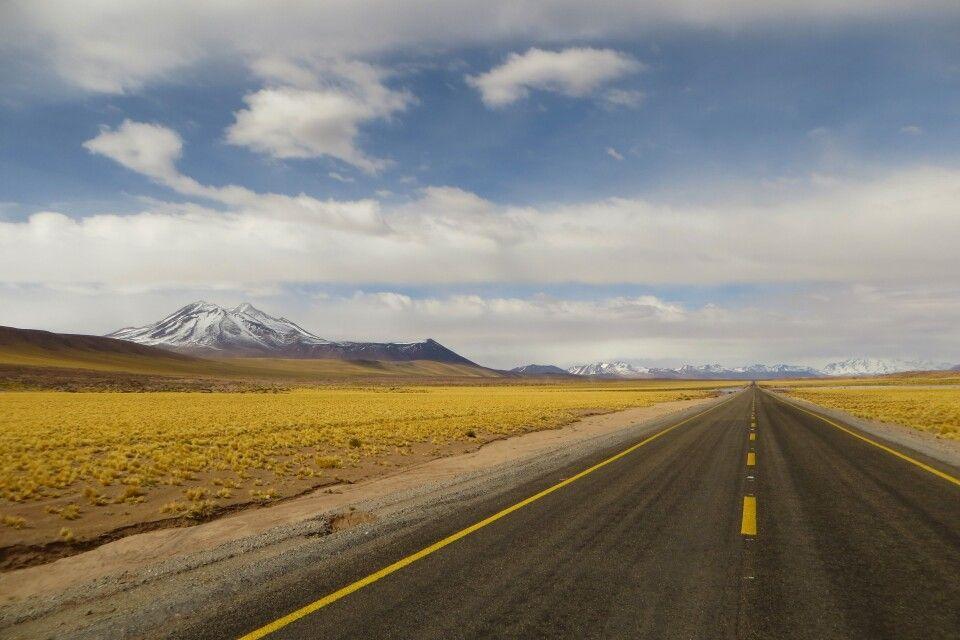 Einsame Straße bei San Pedro de Atacama
