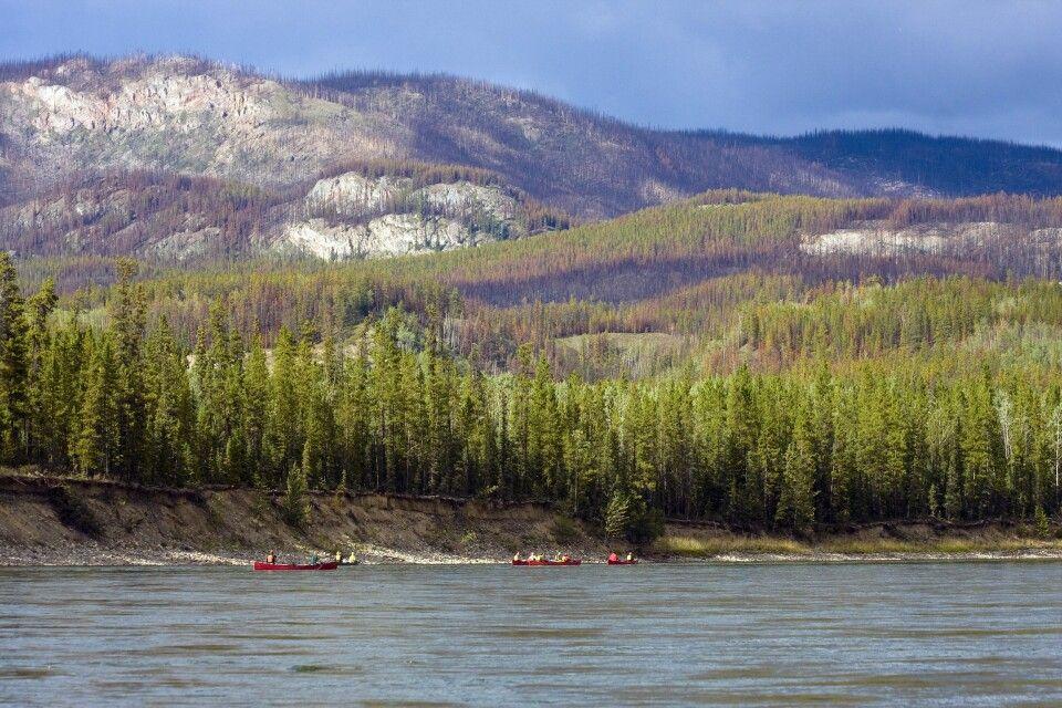 Mit Kanus auf dem mächtigen Yukon River