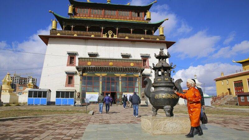 Tempel Janraisig Datsan in der Gandan-Klosteranlage in Ulan Bator © Diamir