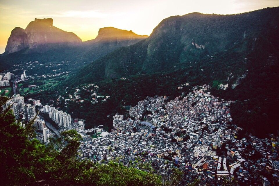 Blick auf die Favela Rocinha in Rio de Janeiro