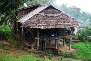 Hütte auf dem Weg beim Trek in Nordthailand