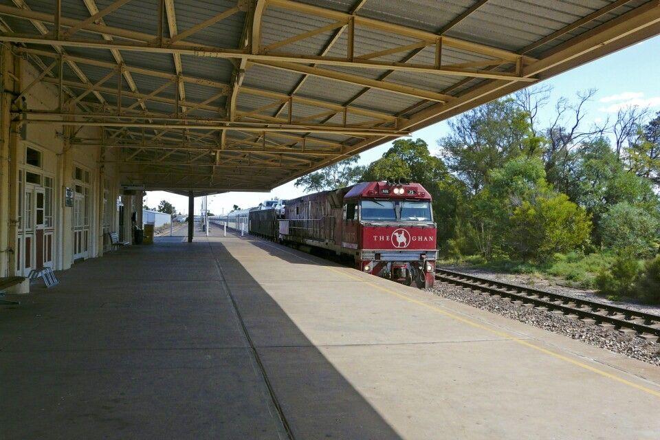 Der Ghan bei der Einfahrt in Port Augusta