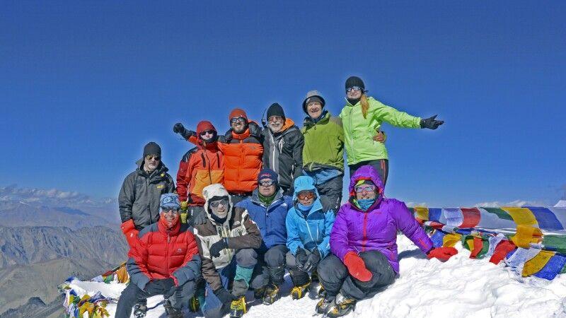 Stok Kangri, Gipfelbild mit EXPSTM-290815 © Diamir