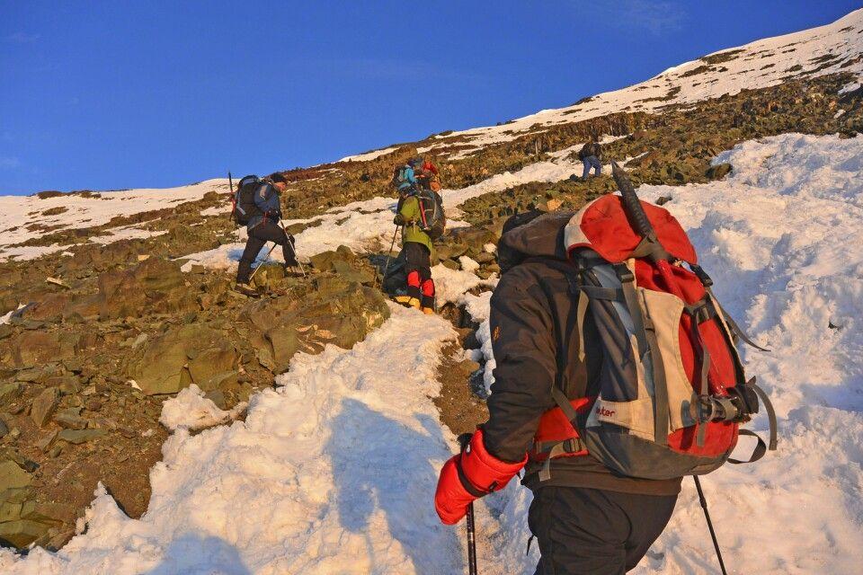 Stok Kangri, Aufstieg in der Flanke zur Schulter