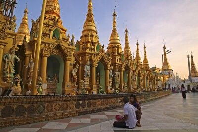 An der Shwedagon-Pagode in Yangon