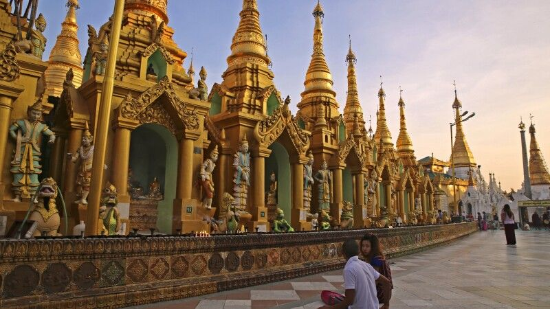 An der Shwedagon-Pagode in Yangon © Diamir