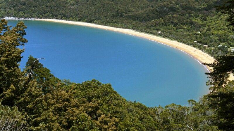 Weitblick dem Abel Tasman Coastal Track. Nordwestspitze der Südinsel © Diamir