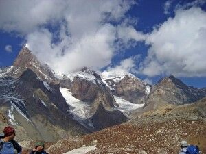 Blick auf die Bergriesen (v.l.) Energie (5113m), Tschimtarga (5487), Miraly (5120m)