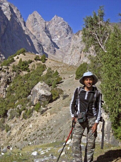 Auf der Südseite des Passes unser Reiseleiter Mubin