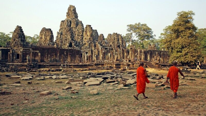 Mönche vor dem Bayon © Diamir