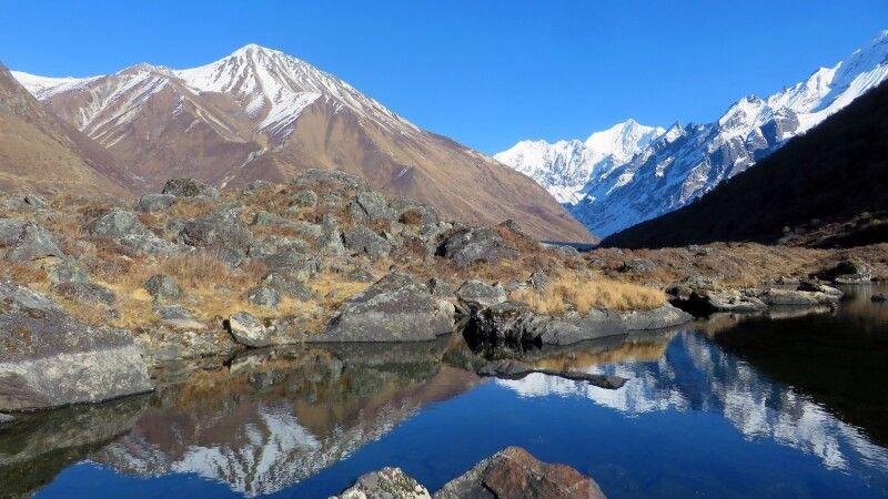 faszinierende Bergwelt von Kyanjin Gompa mit Blick nach Langshisha © Diamir