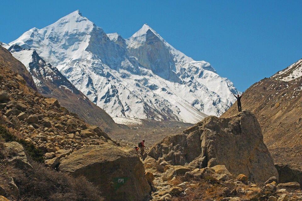 Die über 6000m hohen Bhagirathi-Spitzen von ihrer abweisenden Seite.