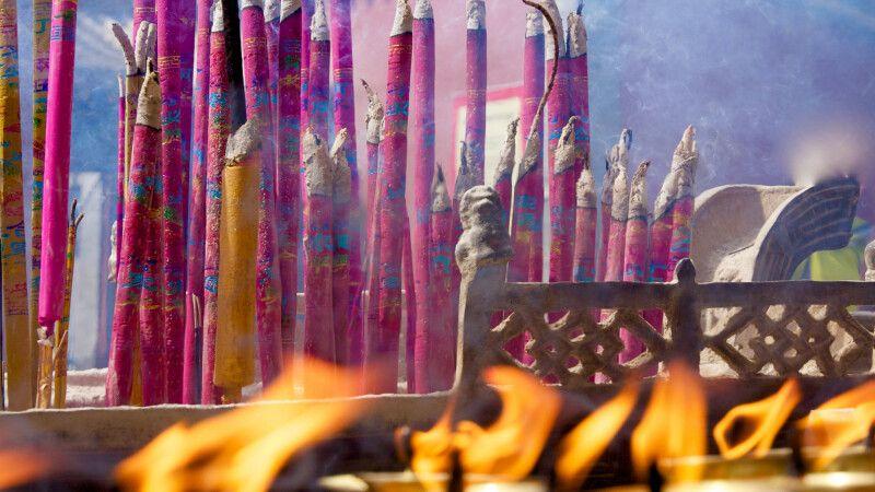 Räucherstäbchen im Kumbum bei Xining © Diamir