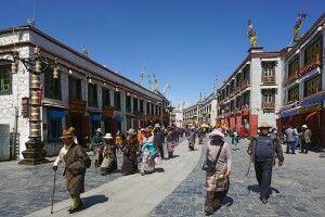Pilgerer auf dem Barkhor in Lhasa