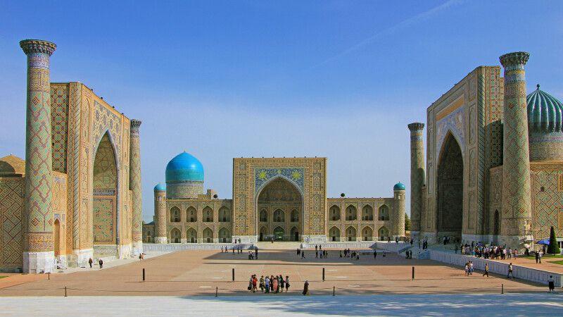 Einer der schönsten Plätze der Welt – der Registan in Samarkand © Diamir
