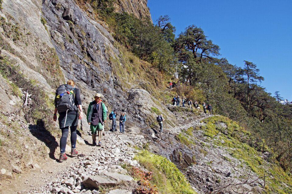 Wanderpfad nach Langtang über teils ausgesetzte Pfade.