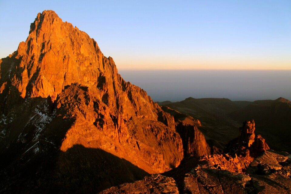 Batian und Nelion bei Sonnenaufgang, Mount Kenya