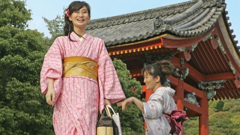 Damen im Kimono in Kyoto © Diamir