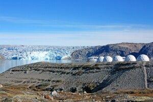 Gletschercamp mit Inlandeis im Hintergrund
