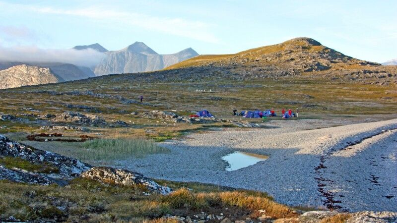 Camp am Strand auf Uunartoq © Diamir