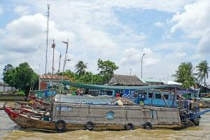 Schwimmender Markt von Cai Be im Mekongdelta