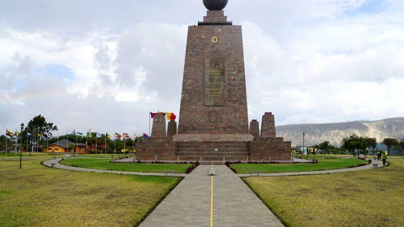 "Äquatordenkmal ""Mitad del Mundo"" © Diamir"