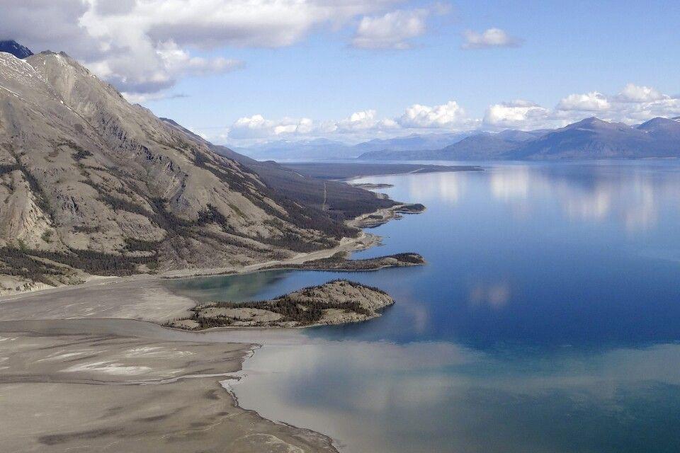 Die Aussicht auf den Kluane Lake ist von oben einfach atemberaubend
