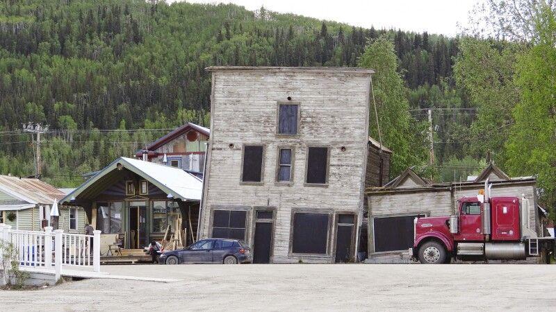Einzigartige Bauwerke in Dawson City © Diamir