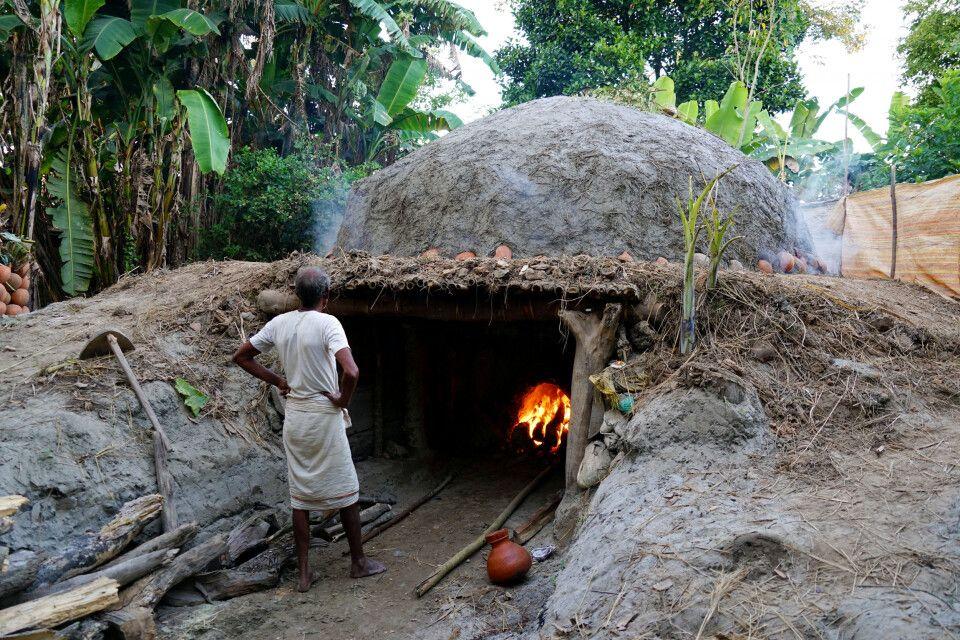 traditionelle Tonkrug-Herrstellung auf der Majuli Insel