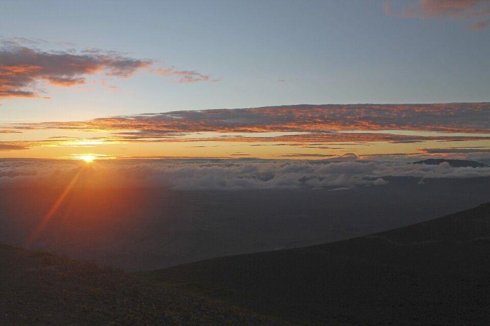 Die Sonne geht auf beim Aufstieg auf den Ol Doinyo Lengai