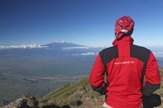 Blick auf den Kilimanjaro vom Mount Meru