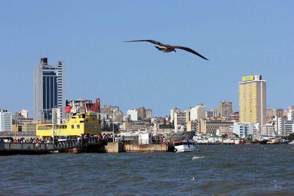 Blick auf die Skyline von Maputo