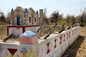 Bunte und prunkvolle Grabstätten des Mahalafy-Volks