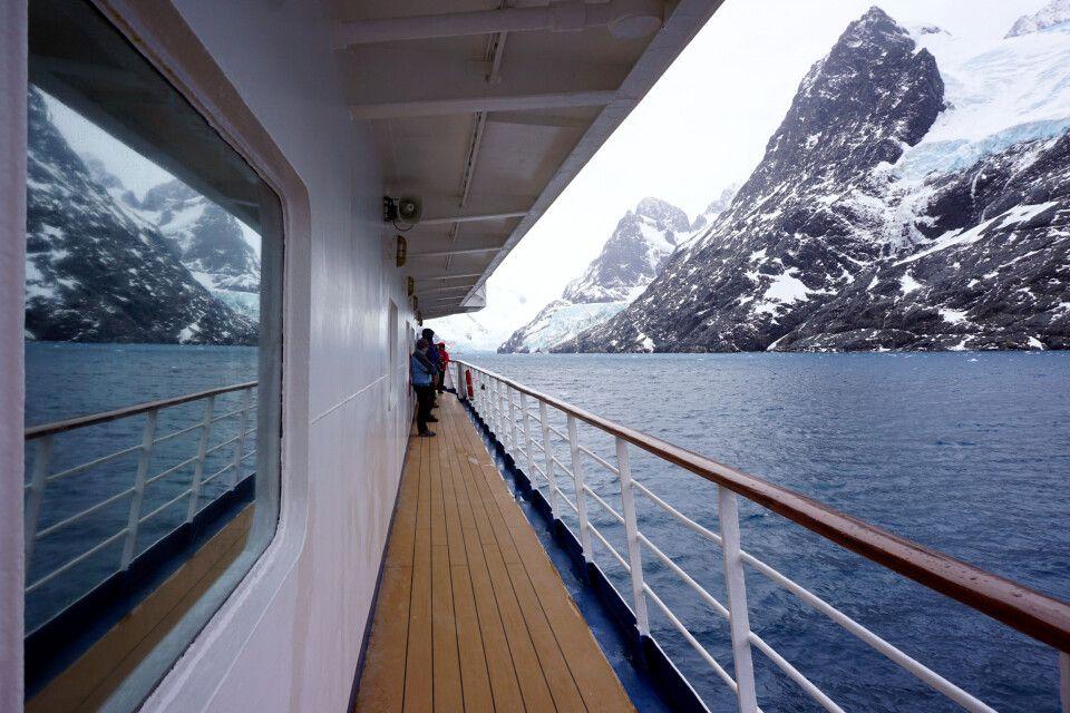 Mit der Sea Spirit im engen Drygalski-Fjord