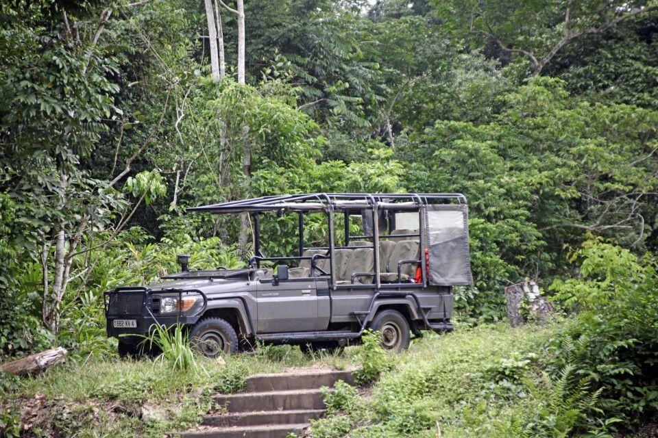 Safariwagen im Odzala-Kokoua-Nationalpark