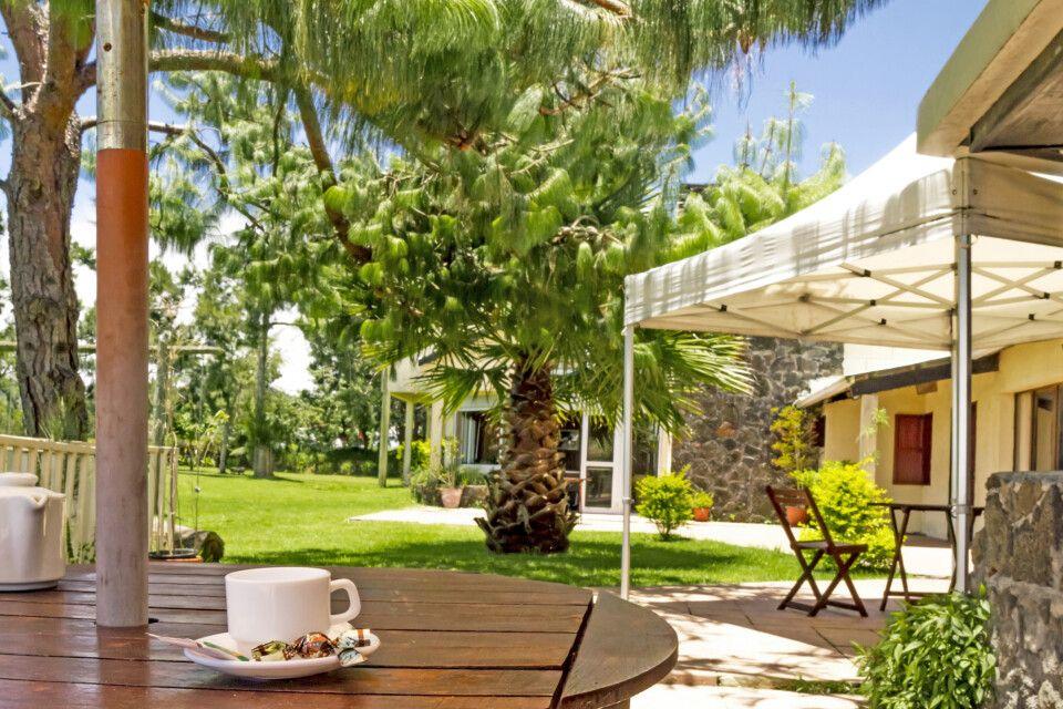 Hotel Les Geraniums in La Plaine de Cafres – Terrasse