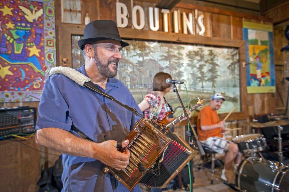 Samstagabend-Konzert von Lee Benoit & Band in Boutin's in Baton Rouge, Louisiana