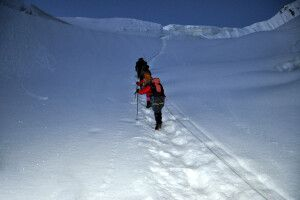 Noch in der Nacht beginnt der schwierige Aufstieg auf den Gondogoro La.
