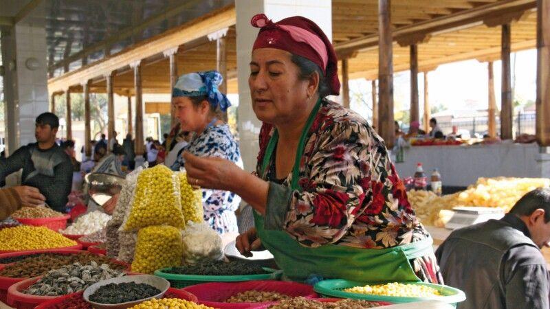 Buntes Markttreiben in Samarkand © Diamir