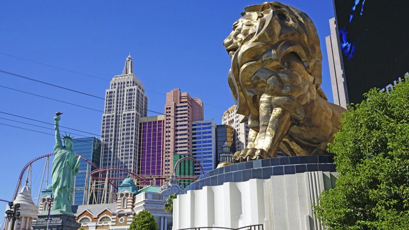 Blick vom MGM zum New York New York-Hotel, Las Vegas, Nevada © Diamir