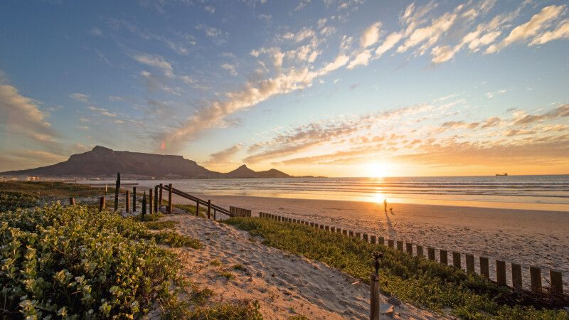 Kapstadt Strand mit Tafelberg © Diamir