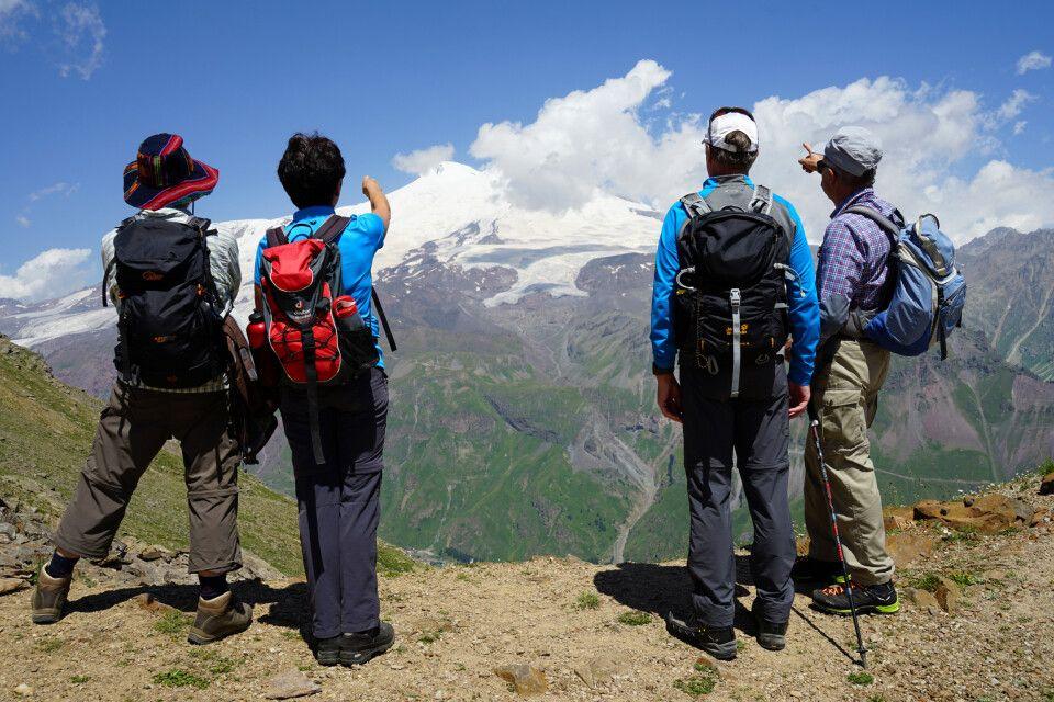 der Blick geht zum höchsten Berg Europas – zum Elbrus